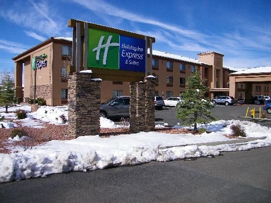 Holiday Inn Express Grand Canyon: Mid-April snow.