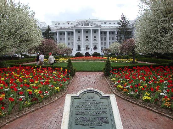 White Sulphur Springs, Wirginia Zachodnia: Greenbrier Resort Rear Entrance
