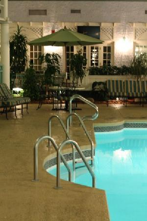 Clarion Hotel Bel-Aire Conf. Ctr.: pool area