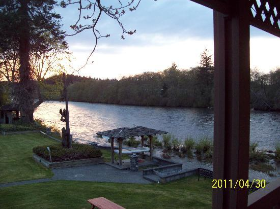 Campbell River Lodge, Inn: Picture from my room 27 top floor