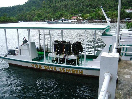 Dabirahe at Lembeh Hills Resort: bigger dive boat