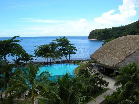 Arue, Polynésie française : view of pool and Matavai Bay