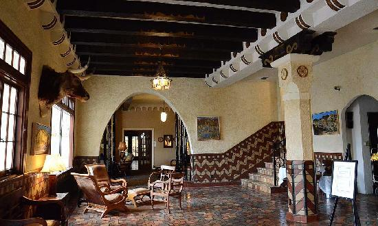 The Hotel Paisano: Lobby