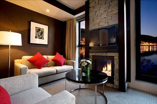 Hilton Queenstown Resort & Spa: Schist fireplaces feature in all rooms, along with floor-to-ceiling windows.