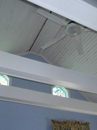 J.D. Thompson Inn Bed and Breakfast: Details of cathedral ceiling with stained glass windows