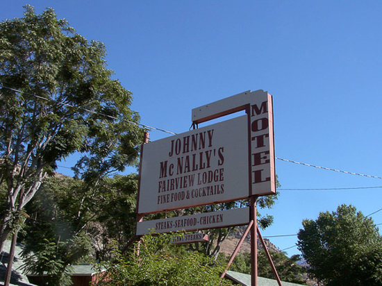 Kernville, CA: Johnny McNally's Lodge