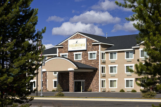 Yellowstone Park Hotel: Exterior View