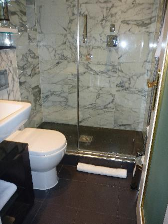 The Kensington Hotel: Bathroom - I think there may have been heated floors