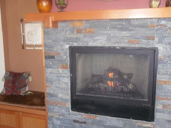 Inn at Seaside: Fireplace at reception area