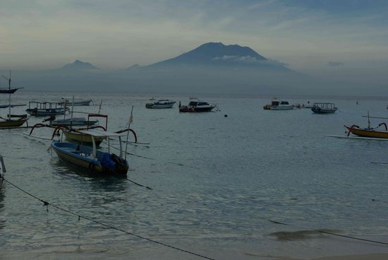 Lembongan øy, Indonesia: Mt Agung from Mushroom bay