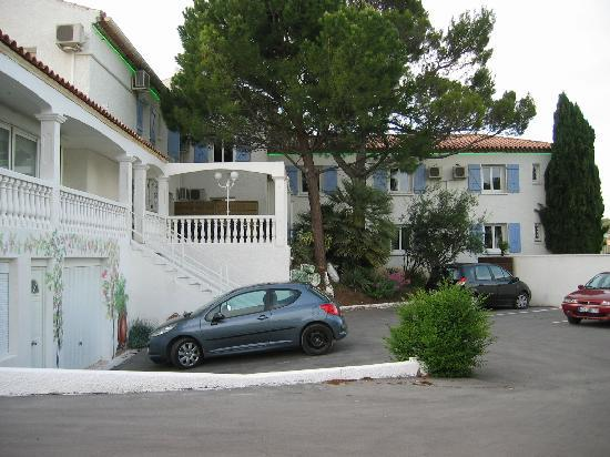 Clermont l'Herault, France: parking