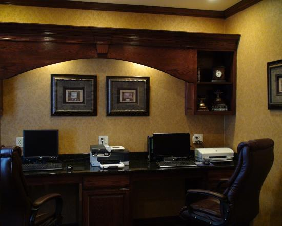 BEST WESTERN PLUS Crown Colony Inn & Suites: Enjoy access to our 24-hour Business Center