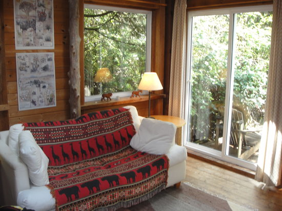 African Beach Bed and Breakfast: living area