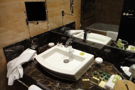Plaza Hotel Casablanca: The bathroom