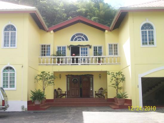 Crosswinds Villa Bed & Breakfast
