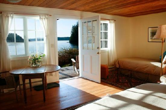 Red Crow Guesthouse: Red Crow waterfront