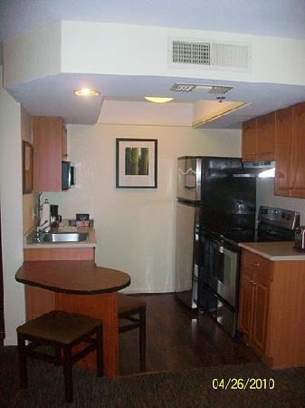 HYATT house Boston/Waltham: Kitchen
