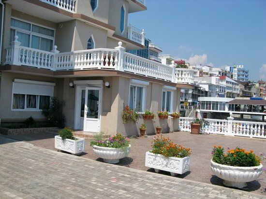 Monte Carlo Inn