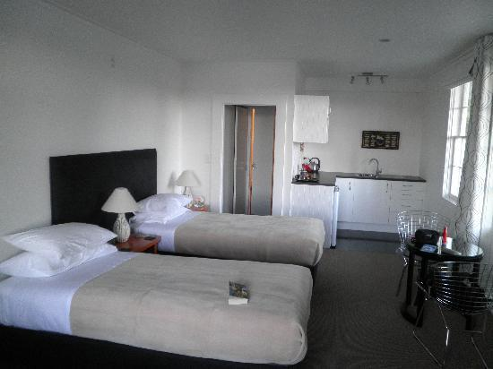 The Old Oak Boutique Hotel: The Pohutukawa Suite
