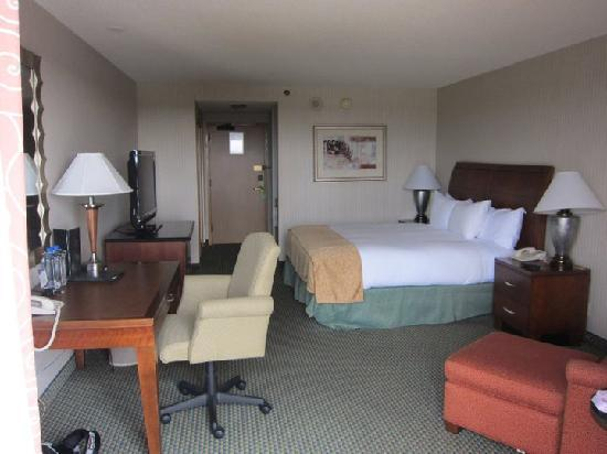 Hilton Orange County / Costa Mesa: The Room