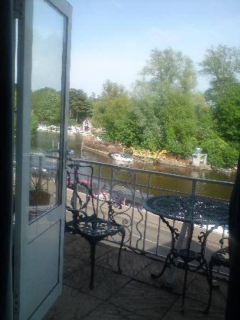 The Thames Hotel: room view
