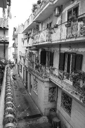 Casa Vacanza Donna Carmela: View from the balcony, at the end of the street there's the sea