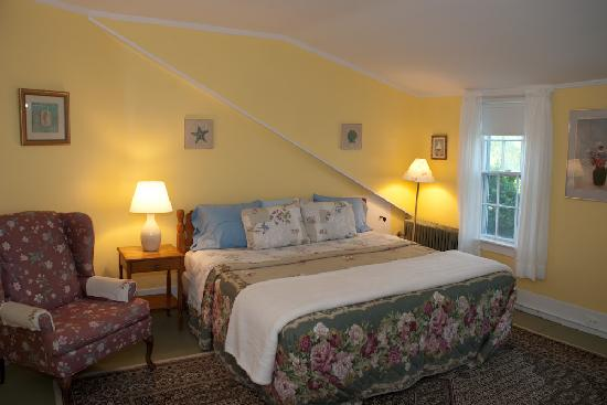 The Village Inn Cape Cod: guest room