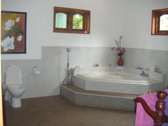 Bentota, : Bathroom