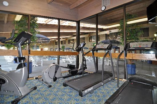 BEST WESTERN PLUS University Inn: Catch a quick work out in our fitness center.