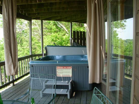 Cameron's Crag Bed & Breakfast: hot tub