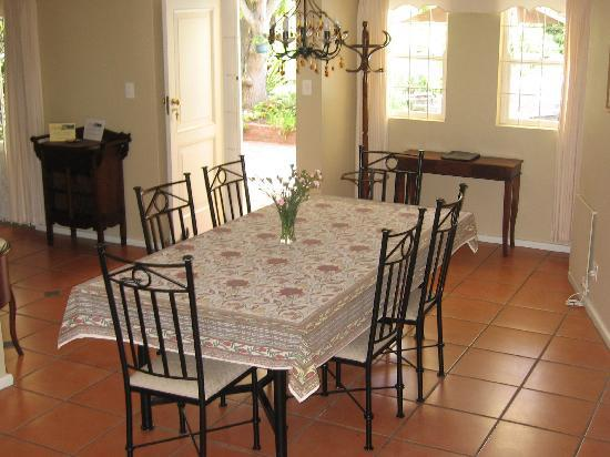 Paradiso Guesthouse & Self Catering Cottage: Cottage Dining area