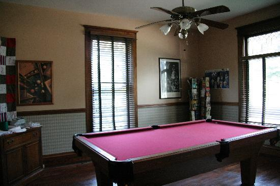 The Corner House Bed and Breakfast: Pool room