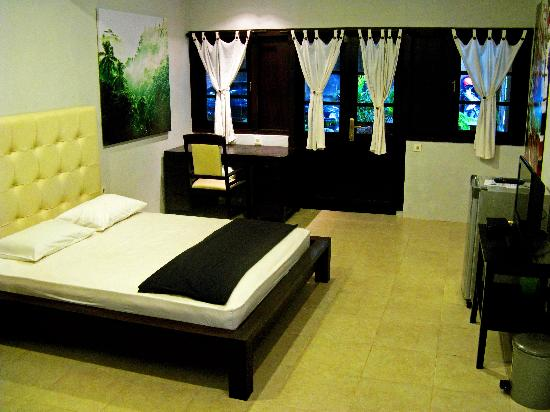 Bed Room VIP deluxe - Picture of TigaLima Homestay, Yogyakarta ...
