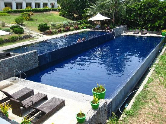 Nasugbu, Filippinerne: view of the pool from the outside area of our room