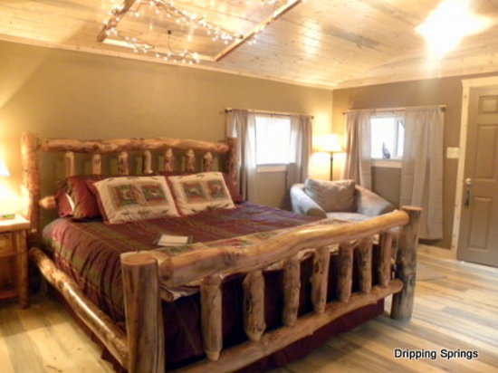 Dripping Springs Resort: Pinewood Cabin for 2