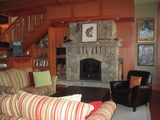 Pilot Bay Guest House: Relax by the fire.