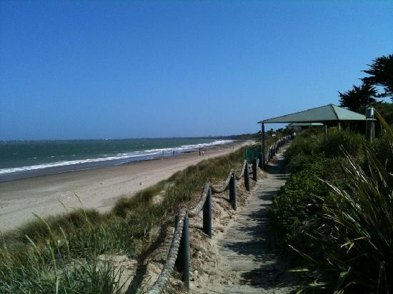 Rosslare, Irlanda: Glorious beach 30 seconds from the hotel