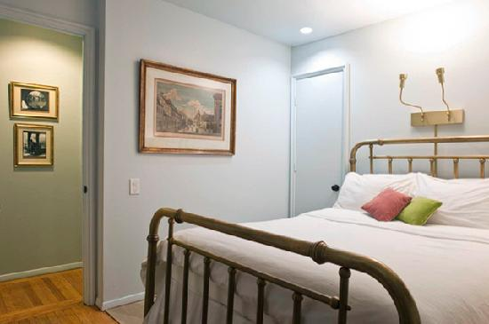 Between the Parks Bed and Breakfast: Quiet, private, ample dresser and closet space, individual reading lights