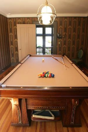 Rock Hall Luxe Lodging: Billiard Room