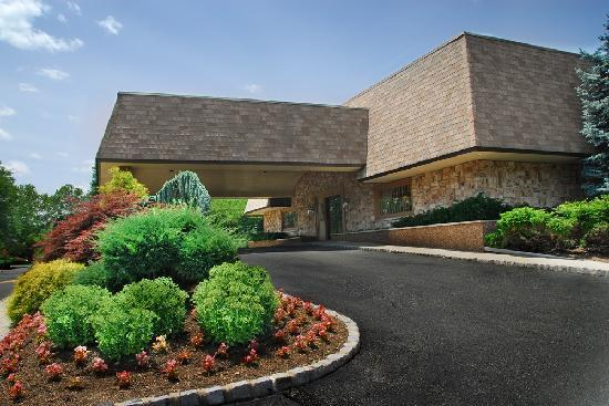 BEST WESTERN PLUS Murray Hill Inn & Suites: Hotel Exterior