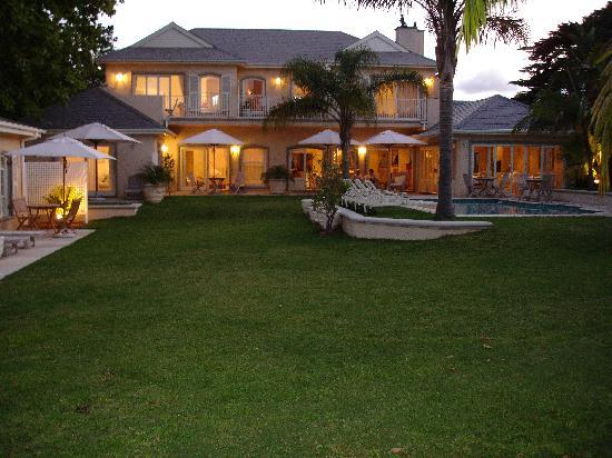 Constantia Valley Lodge: Evening at the lodge