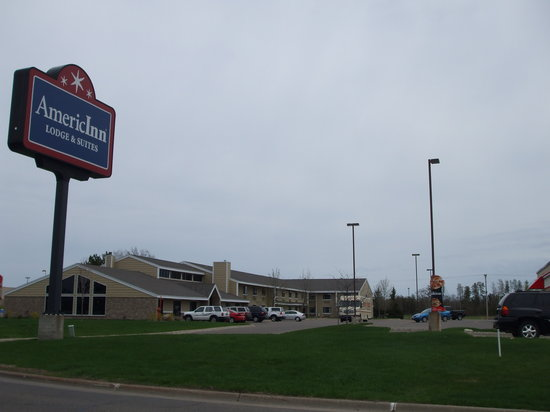 AmericInn Lodge &amp; Suites Baxter: Building photo