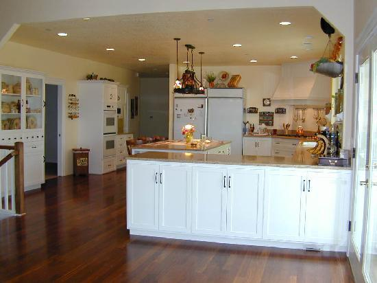 Cornerstone Bed & Breakfast: Our Kitchen