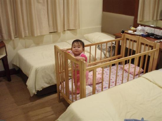 Fenix Inn: A Great Baby Cot for the Baby...LOL