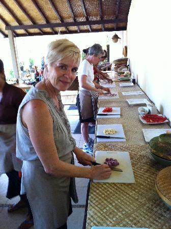 http://media-cdn.tripadvisor.com/media/photo-s/01/dd/fd/61/chopping-slicing-and.jpg