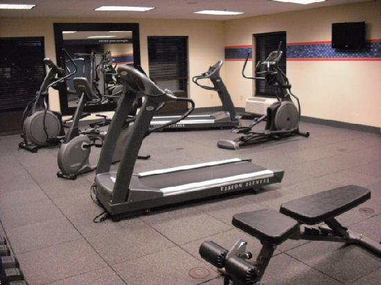 Hampton Inn &amp; Suites Warren: Workout room