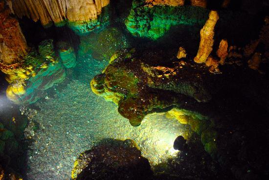 Luray, VA: Reflecting pool in the caverns