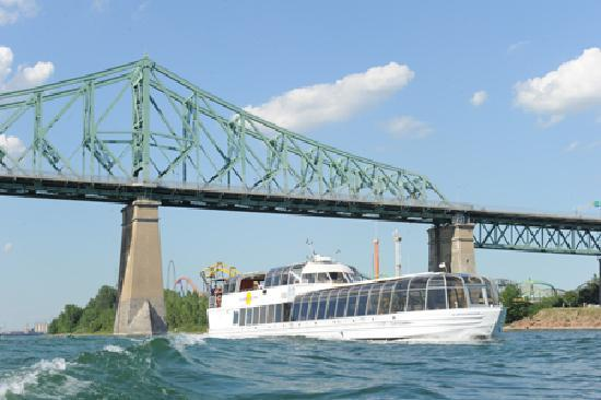 Le bateau mouche au vieux port de montreal quebec address phone number ship reviews - Restaurant vieux port de quebec ...