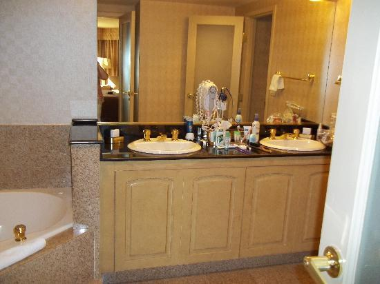 Harrah's Las Vegas: bathroom