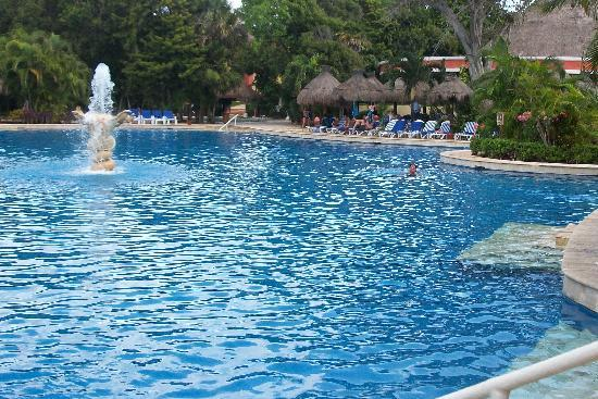 The deep end of the pool picture of iberostar quetzal for Cheap deep pools